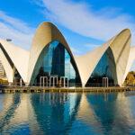 Oceanografic en Valencia. Estructura laminar que parece una concha o animal marino